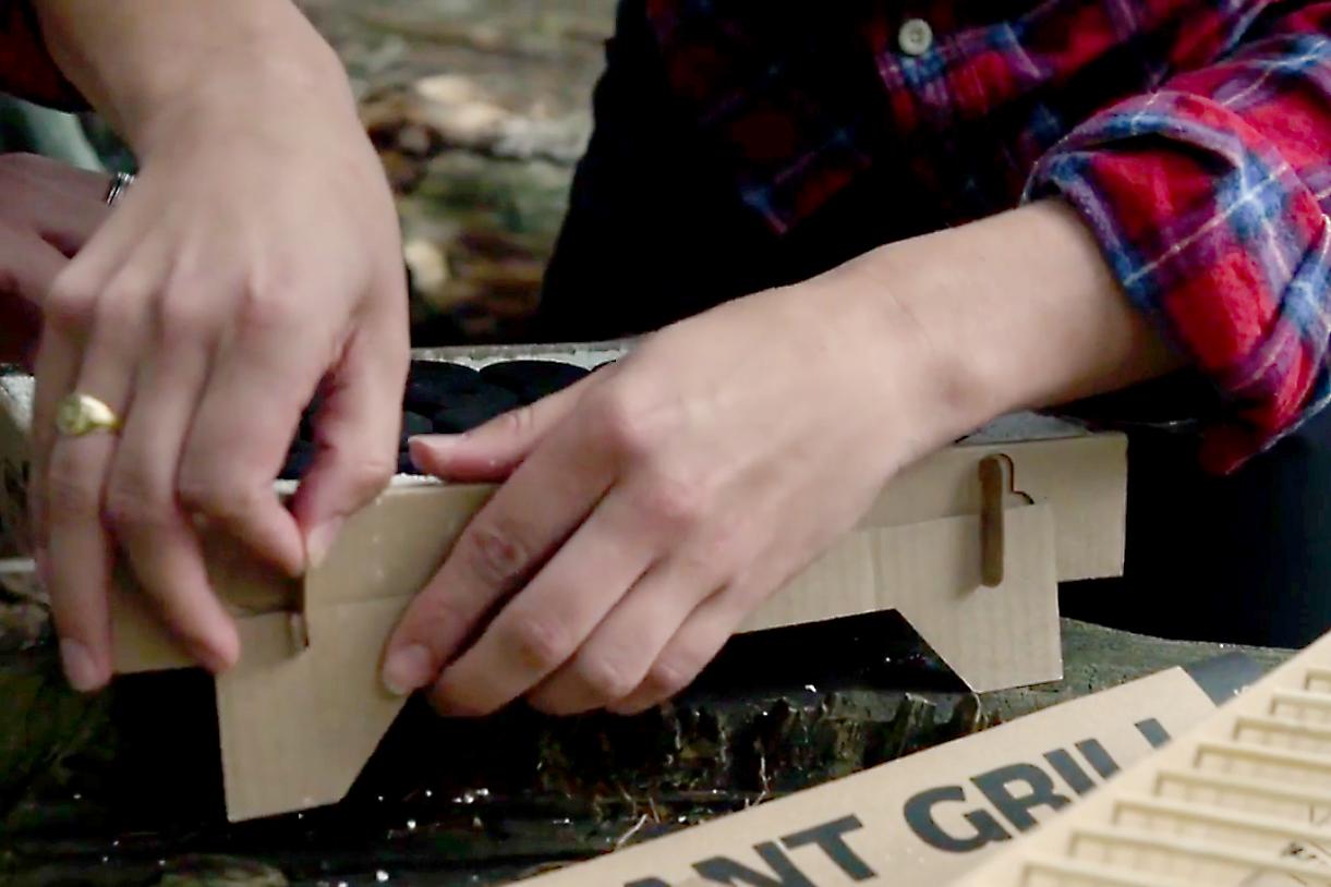 組み立て簡単、どこでもBBQができる、100%天然素材の使い捨てバーベキューグリル|Craft Grill