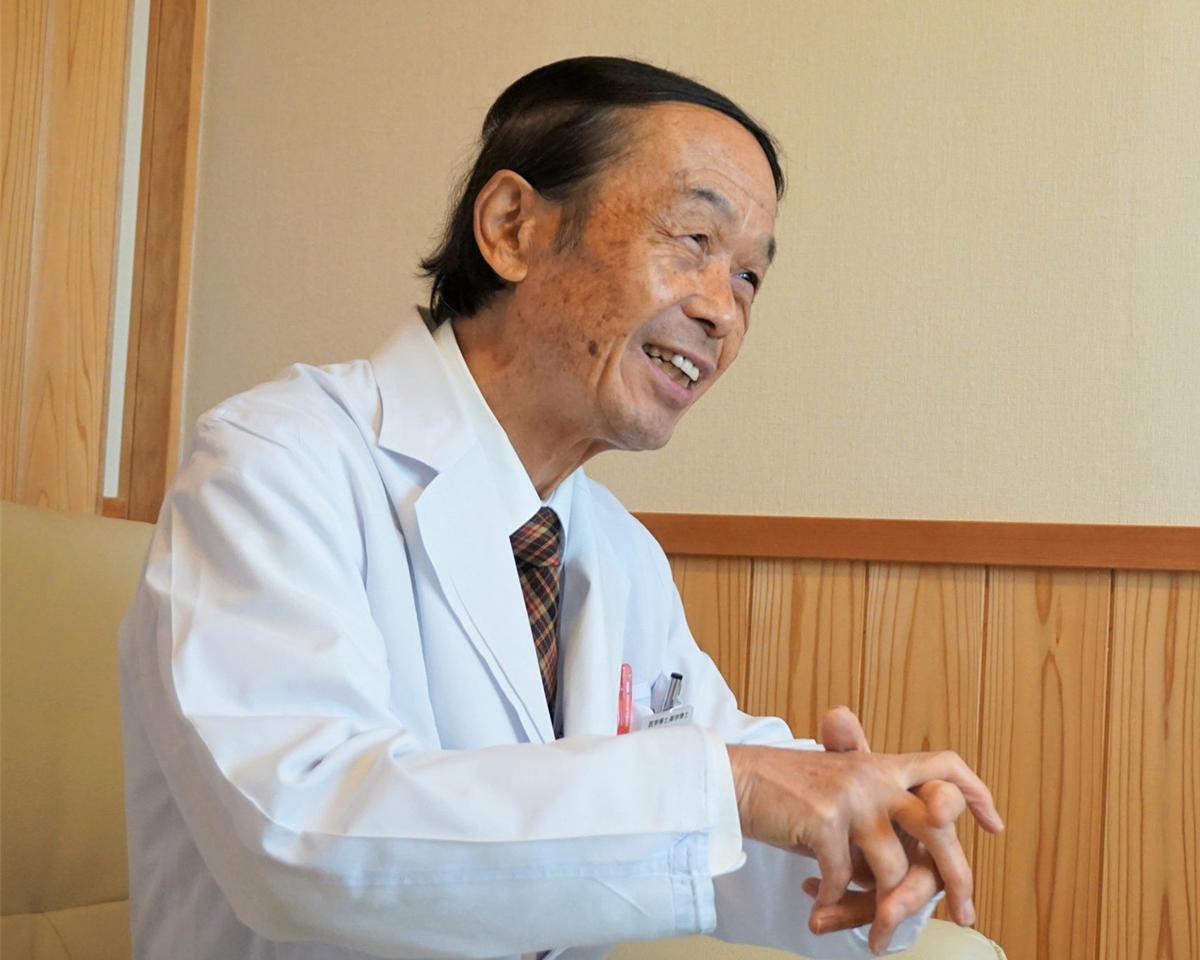 『FILM SKIN』の特許技術を開発した医学博士の岩倉泰一郎氏。東かがわの医学博士が開発、手を覆うしっとりした膜で、洗浄と保湿を同時にできる「ハンドジェル」|FILM SKIN(フィルム スキン)