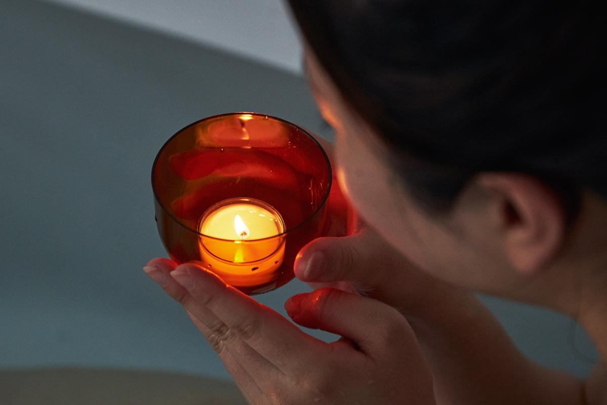 頭と体のリセット時間に、浮かべて眺める「癒しの香りつきバスキャンドル」|kameyama(カメヤマ)