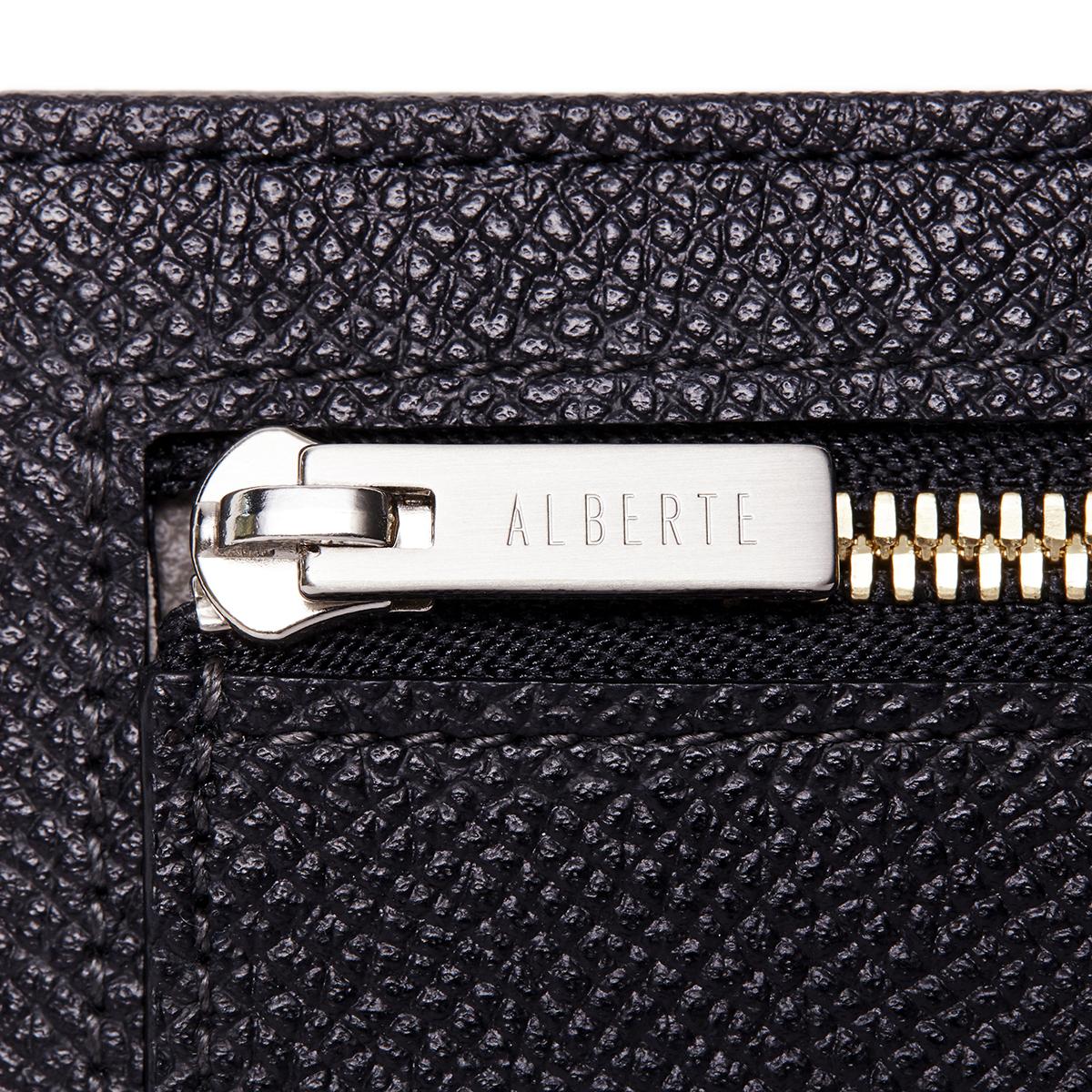 高級感のある財布のヘリ(端部分)|極限の薄さ、洗練された色や質感を表現した美しい革財布(パスケース)|ALBERTE