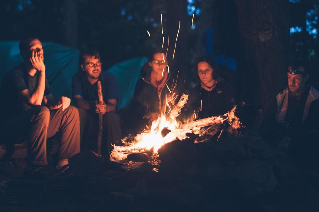 「火は哲学を生む」焚き火を囲むことは、人間らしい繋がりを深めること。テーブルに置ける「焚き火」|LOVINFLAME