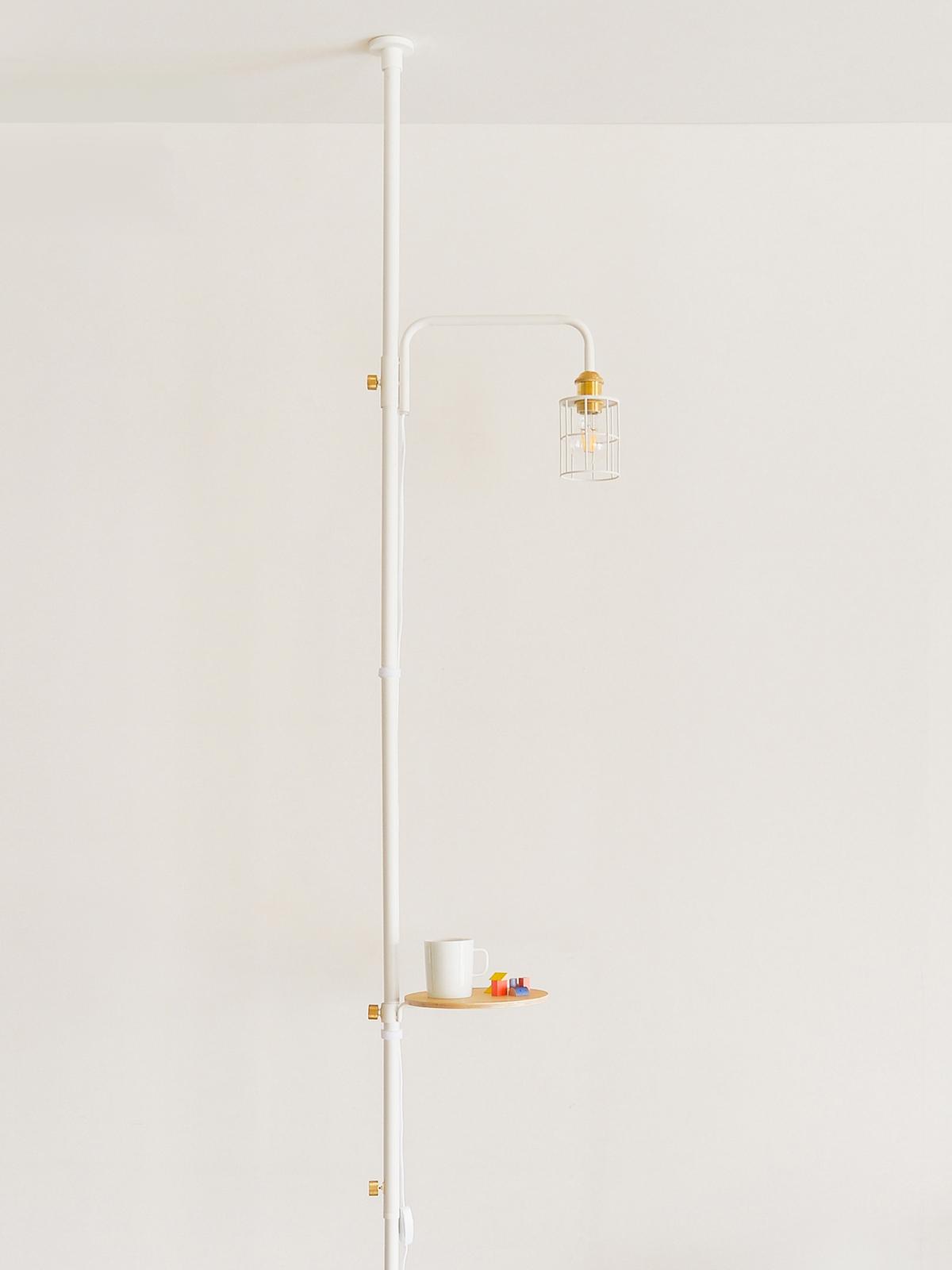 1.「ポール」にあらかじめセット|照明とテーブルがセットできる「つっぱり棒」|DRAW A LINE ランプシリーズ