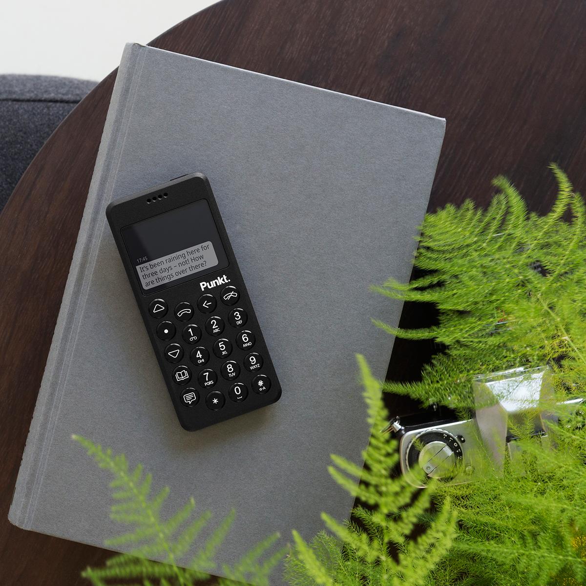 あなたが「大切にしたい時間」に静かに寄り添ってくれる携帯電話・ミニマムフォン|Punkt.(プンクト)