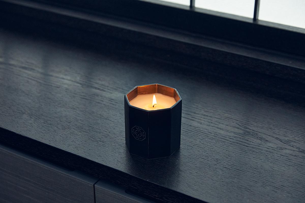 伝統の薫香技術による創香。穏やかな炎と心地いいヒノキの香りで、ゆったり癒しの時間を-センティッドキャンドル-KITOWA(キトワ)