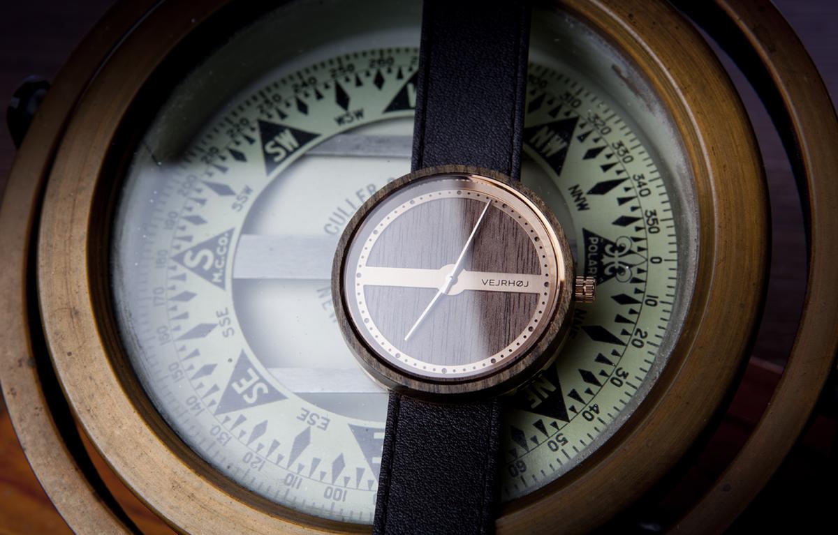 北欧デザインの巨匠が生んだ羅針盤に着想を得た洗練された腕時計|VEJRHØJ