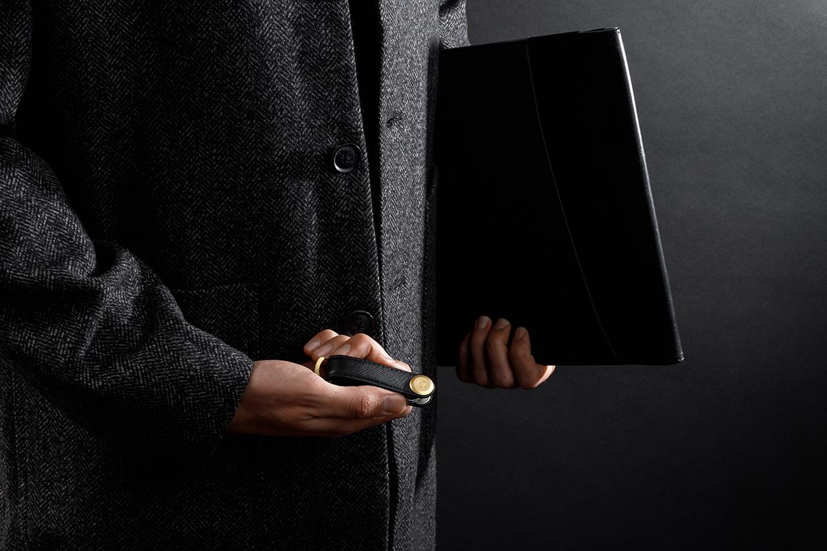 電子キーもCHIPOLOもスマートに付けられるスライド式リング|Orbitkey Ring black