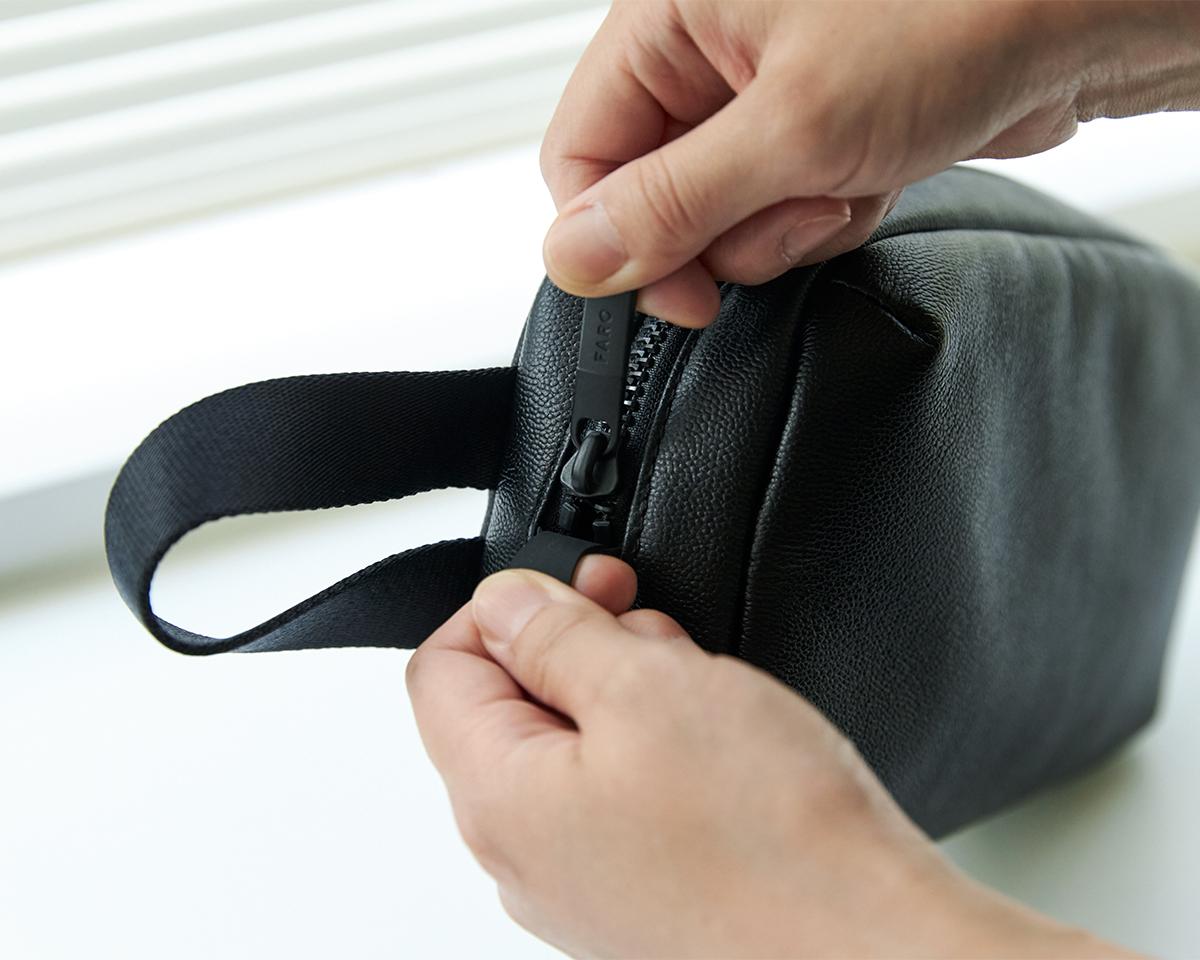  防水レザー、超軽量、直感ポケット付きの日本製レザーバッグ PCバッグ・トートバッグ・リュック・バックパック FARO(ファーロ)