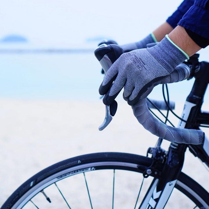 通気性も◎。汗や水で濡れやすい、夏場や雨の日もムレにくいから、快適に使えます。スマホを触れる。ネジもつまめる抜群のフィット感で、指先がスイスイ動く「作業用手袋」|workers gloves(ワーカーズグローブ)