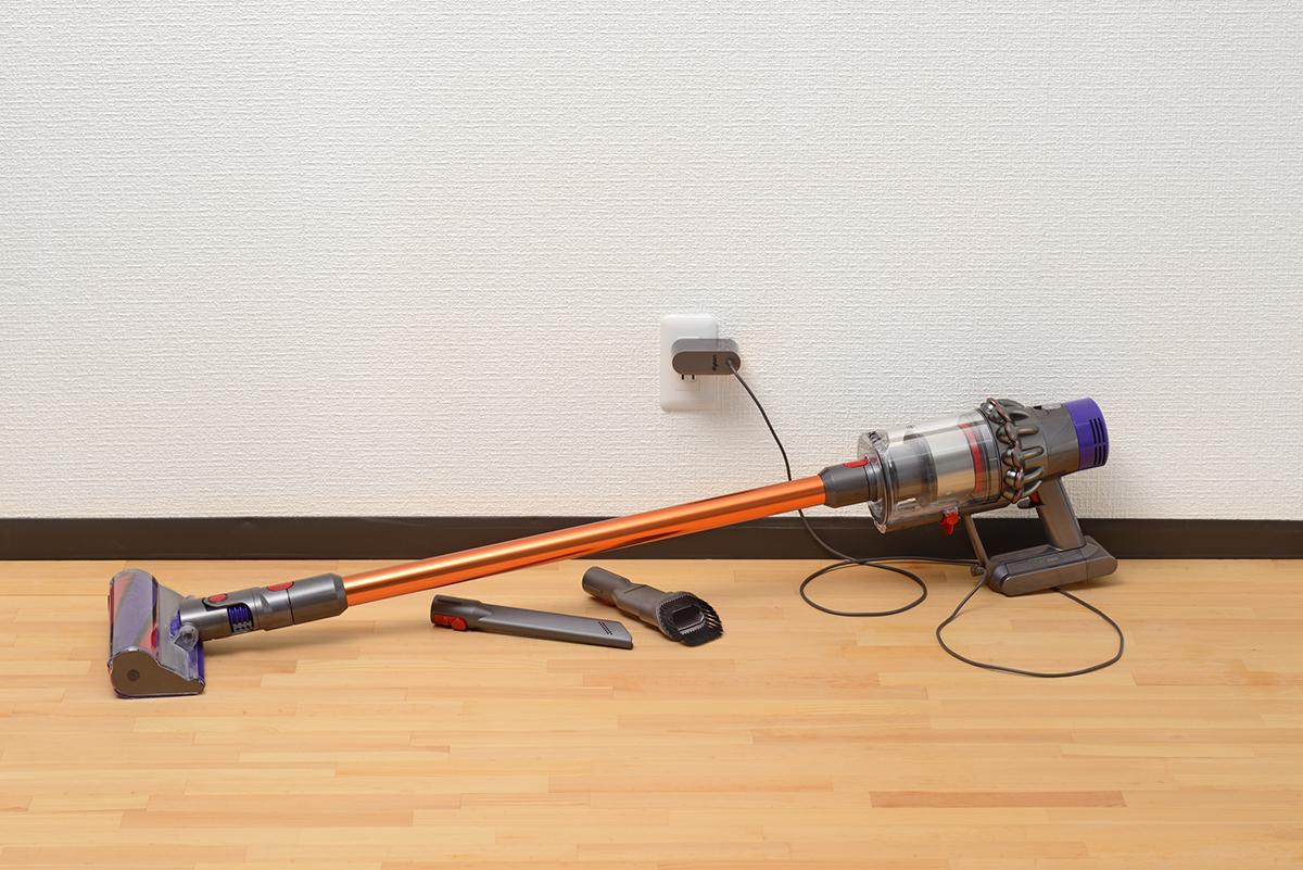 「物置にしまい込んでいる」「部屋の隅に床置き」こんな収納方法では、せっかくのコードレス掃除機を使いこなせていないかもしれません。|Pinde(ピンデ)