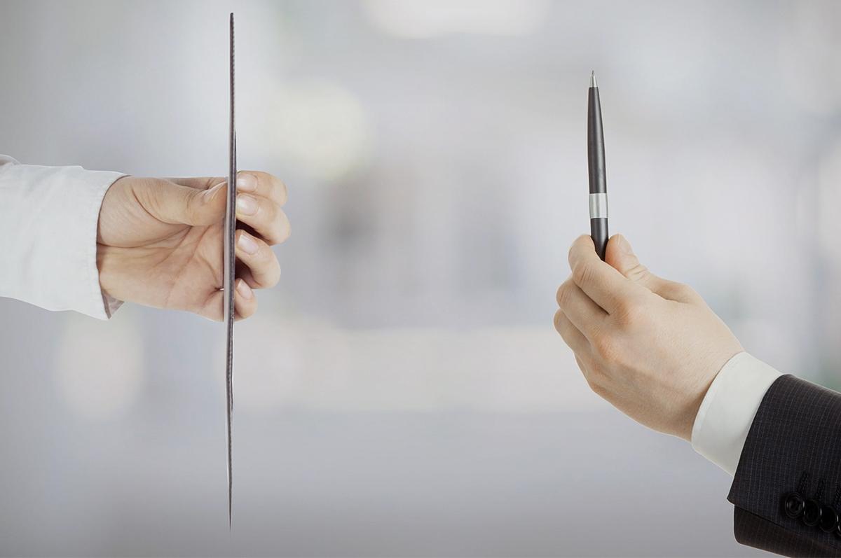 余計なものを省き、もっと薄く、もっと小さくをコンセプトに開発。目線が上がり姿勢が楽々、タイピングも快適になる薄さ3ミリの「ノートPCスタンド」|MOFT(モフト)
