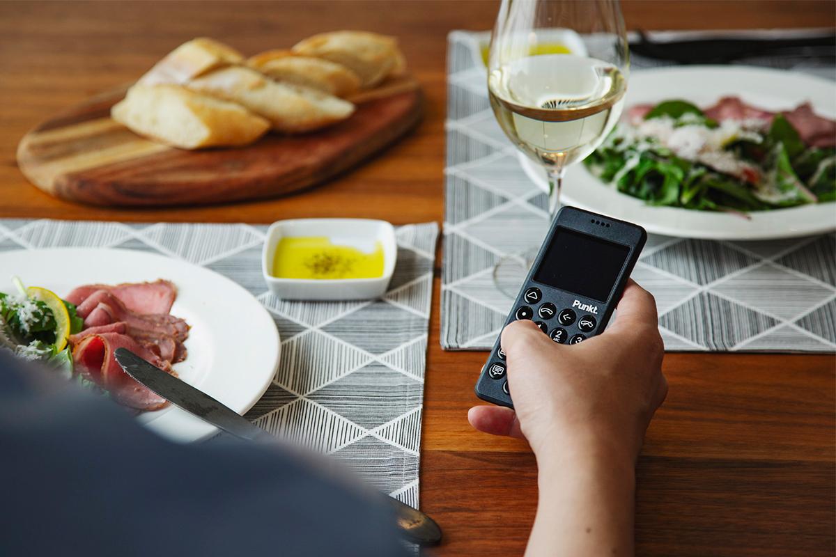 北欧の自然を想起させるような優しさ、美的センスが新鮮な着信音の携帯電話・ミニマムフォン|Punkt.(プンクト)