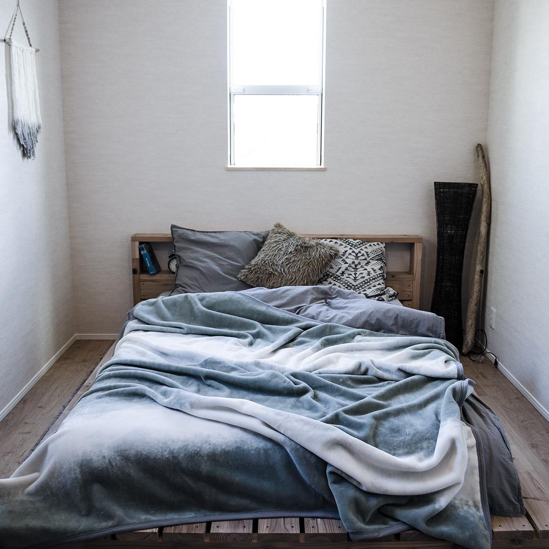 センスのよいインテリアになる。寝室の空間をセンスよくお洒落でスタイリッシュにしてくれる。肌触りと寝心地の良さで夏も冬も気持ちいい!ニューマイヤー織の綿毛布|FLOOD OF LIGHT(フルード オブ ライト、光の洪水)|LOOM&SPOOL