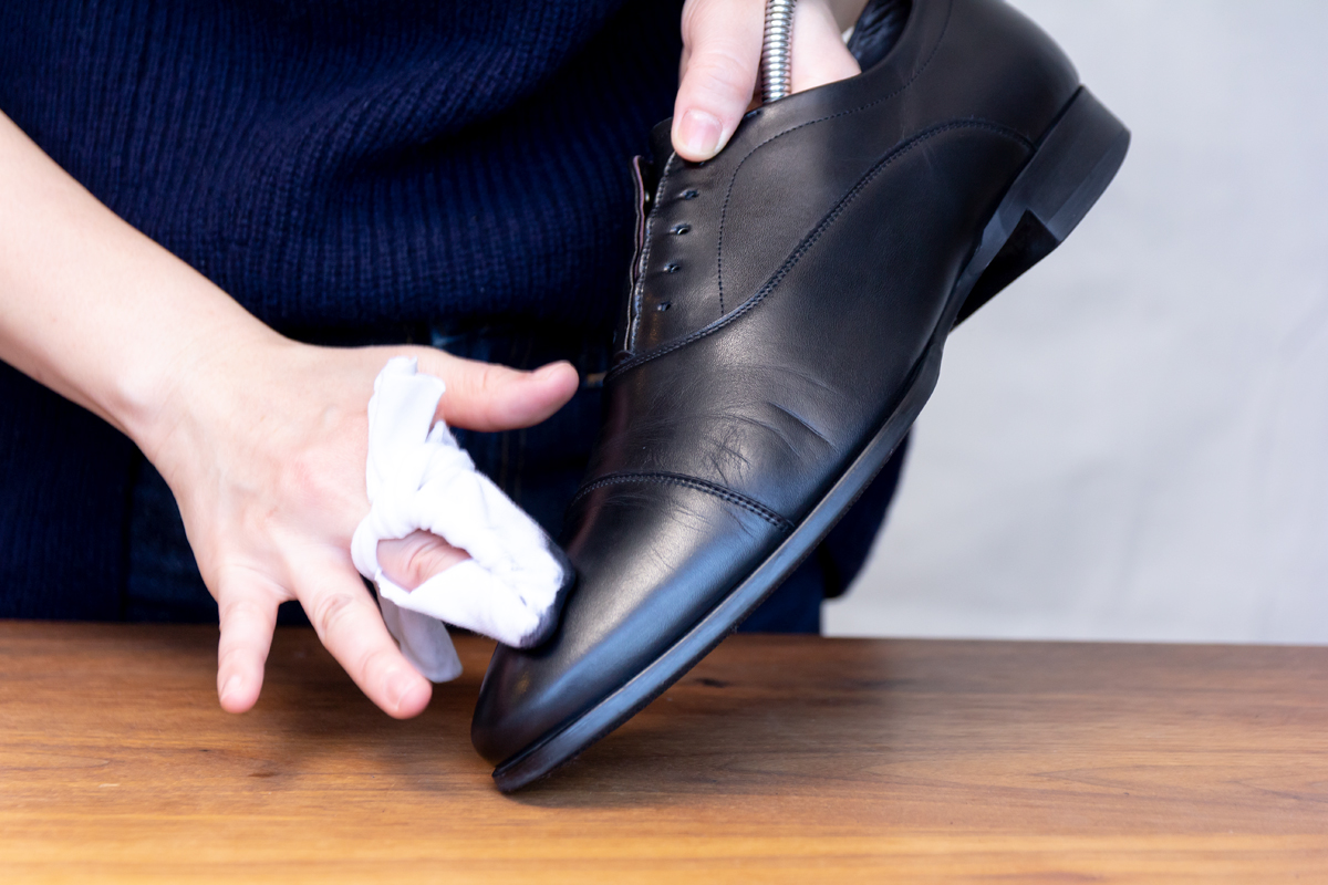 無理しない靴のスキンケア方法(お手入れ方法)6。プレミアム靴クリーム| 三陽山長