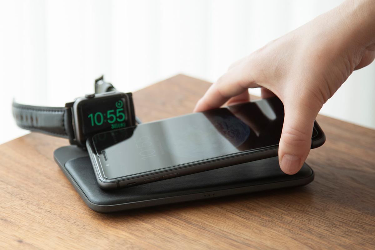 3つのコイルで高速充電できる。レザー仕様のスタイリッシュでお洒落な「ワイヤレス充電ベース」Base Station(Apple Watch Edition)| NOMAD