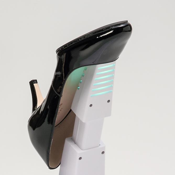 強力な紫外線で水虫菌はゼロ状態。15分置くだけ、紫外線でニオイも水虫菌も洗える「靴クリーナー」|RefreShoes(リフレシューズ)