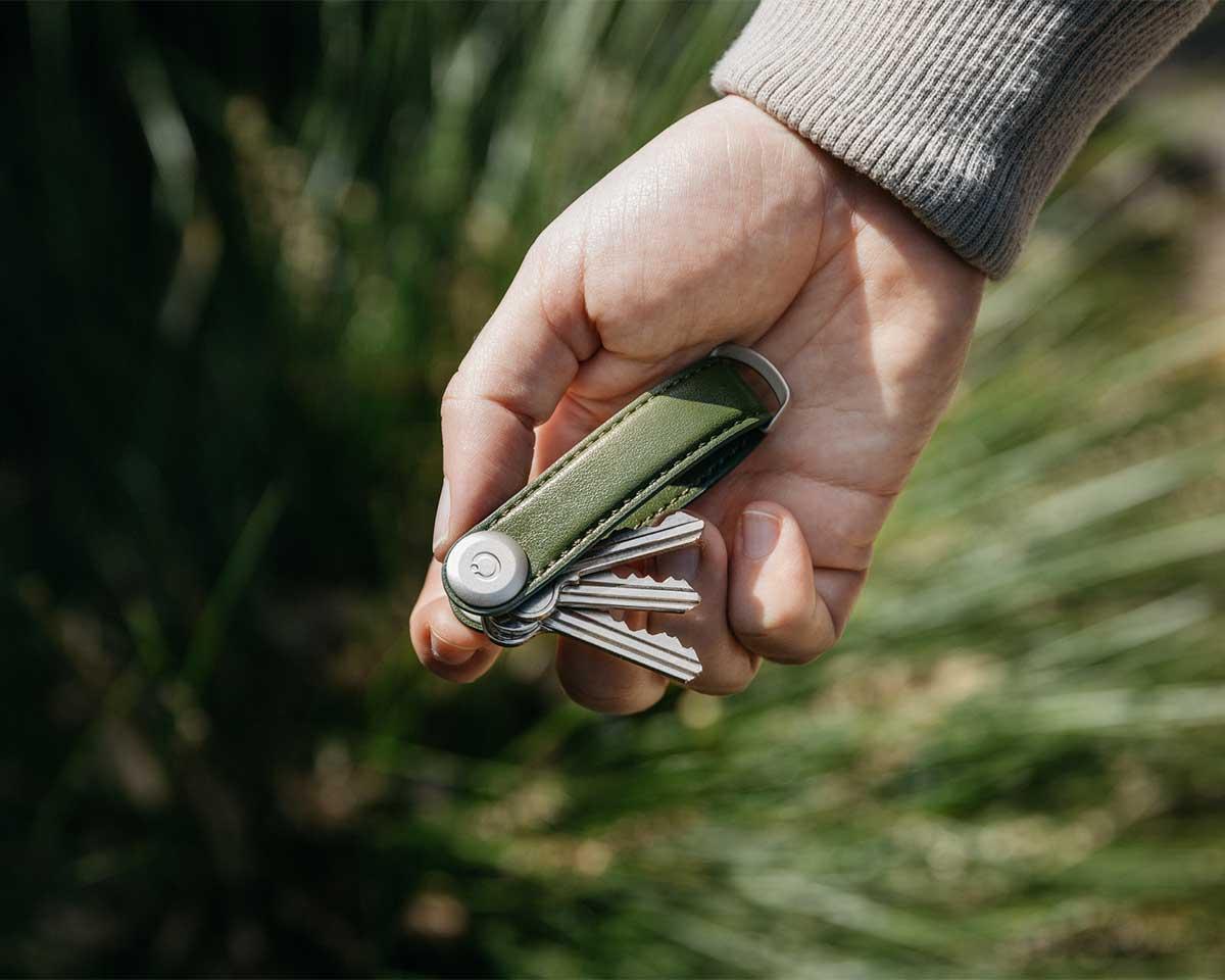 表皮が分厚くて、まるで動物の皮のような手触り。サボテンから生まれたエコレザーのキーホルダー(キーケース)|ORBITKEY(オービットキー)