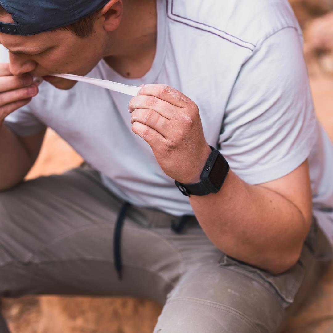 Apple Watchへのダメージを気にせず、スポーツやアウトドアレジャーを思い切り楽しみたい人におすすめ。落下・衝撃・水濡れに強い、タフケース一体型Apple Watchバンド|LANDER Moab case+Band