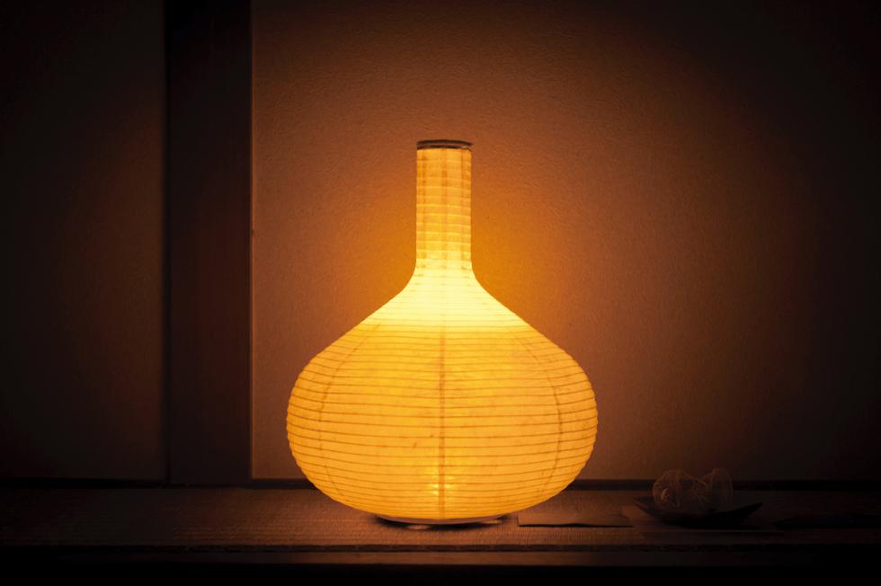 キャンドルのようなオレンジ色のゆらぐ光でリラックスできる空間になる提灯型ランプ(インテリア ライト 照明)| 細口壺 - 鈴木茂兵衛商店 SUZUMO CHOCHIN(すずも提灯)