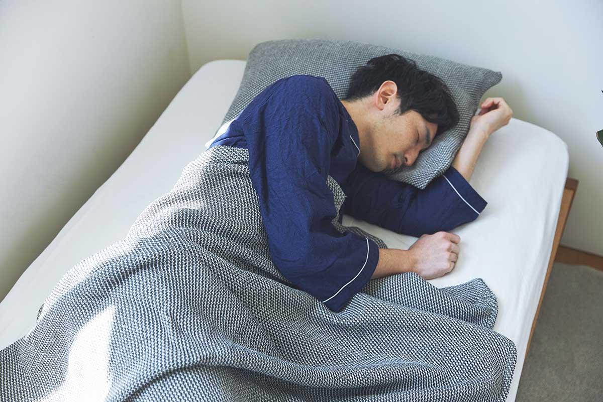 夏も冬も通年使える。「熟睡」を追求した凹凸状のハニカム織りのハニカムケット(ワッフルケット)