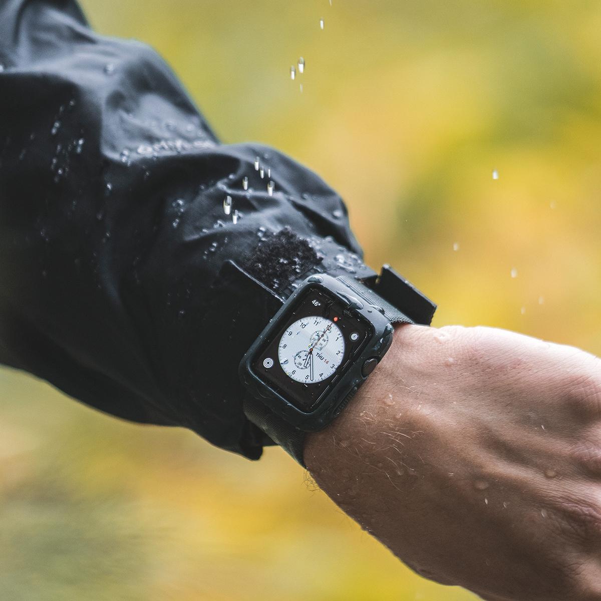 登山やキャンプなど、アクティブな旅のお供にぴったり。落下・衝撃・水濡れに強い、タフケース一体型Apple Watchバンド|LANDER Moab case+Band