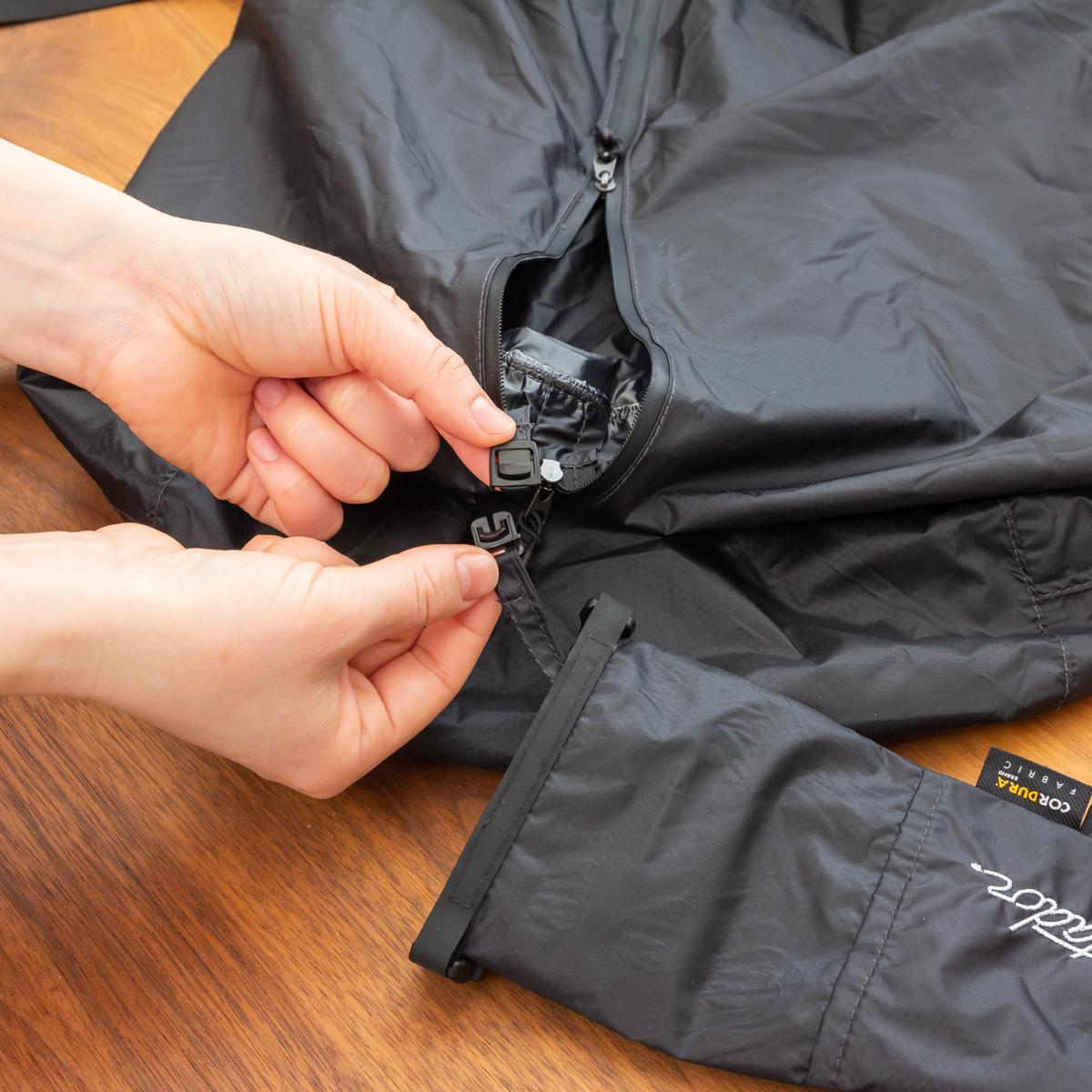 ロールトップ式の収納袋は、バッグ内部に簡単に取り付けることもできます。だから、バッグ使用時になくす心配もありません。ボストンバッグ|Matador transit30 2.0