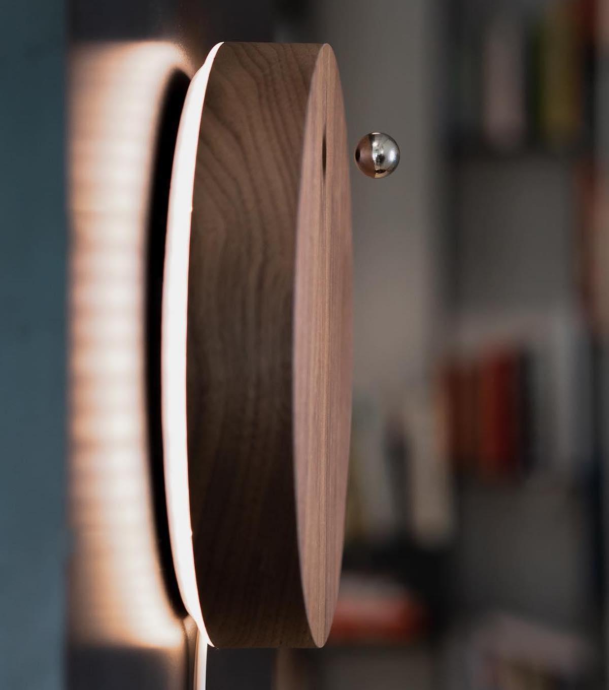 人間が体感する独特な時間感覚を視覚化。磁力で浮遊する「時の球体」。あなたの物語を乗せた時計|Flyte STORY