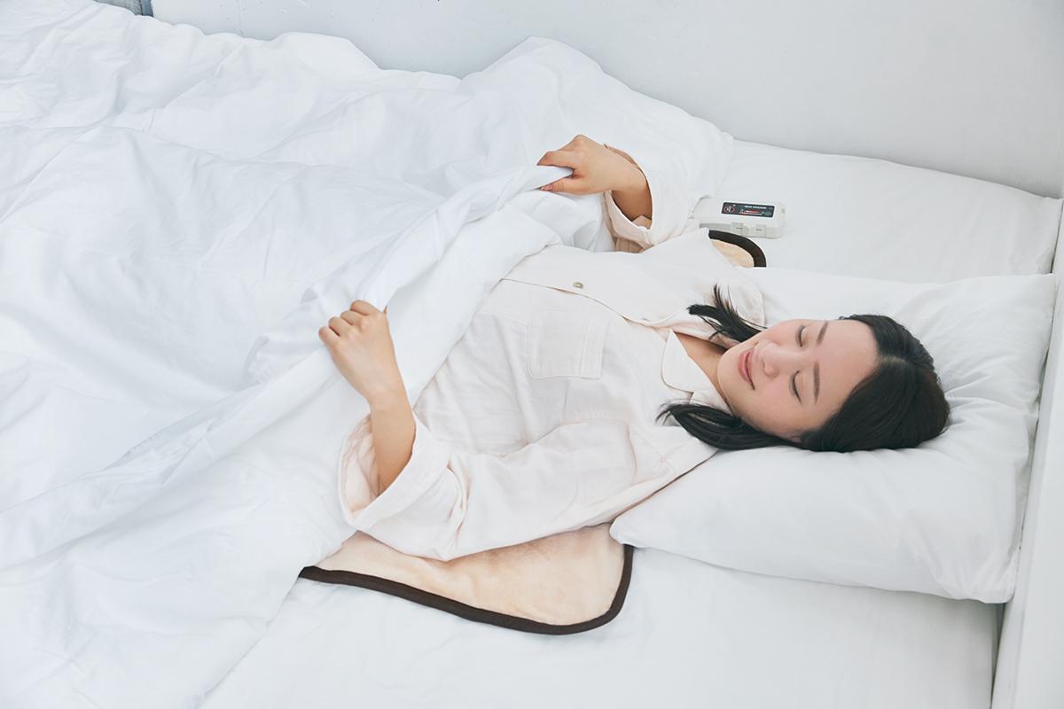 寒い夜も寝つきがよくなり、朝まで快適、熟睡できる。あなたの睡眠サイクルに合わせて、電源が自動オンオフ!洗濯機で丸洗いできる「電気毛布」|HEAT-CRACKER