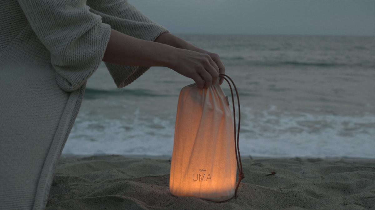 海辺などの屋外で楽しむのも幻想的。「音」と「光」の調和するワイヤレスHi-Fiスピーカー|Pablo UMA MINI