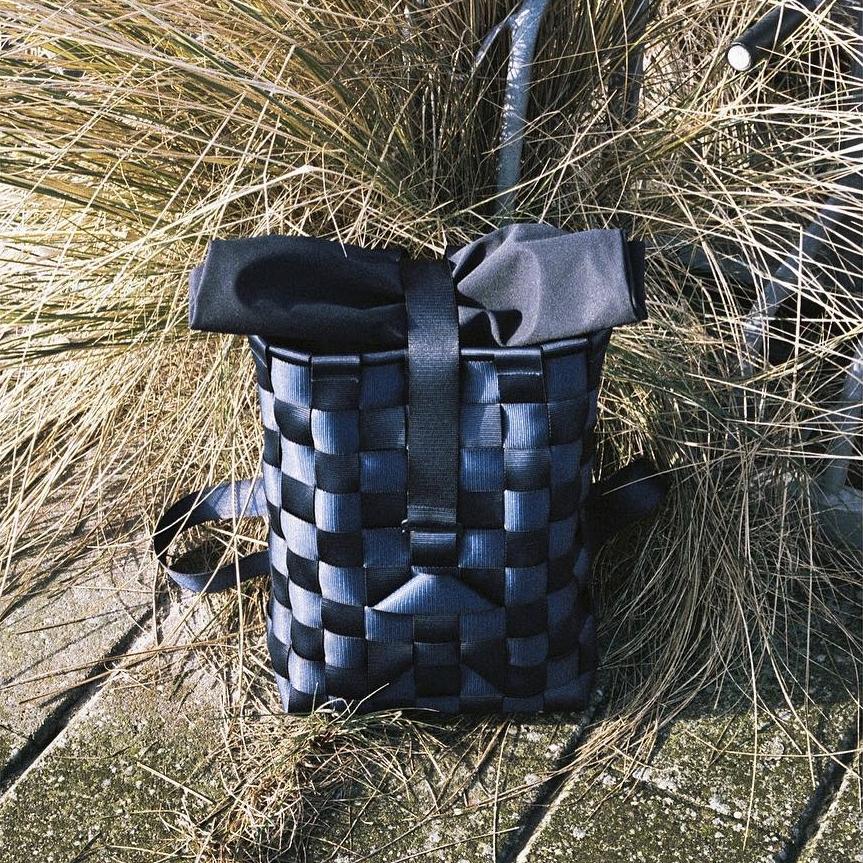 抗張力が高く、破れにくい素材に加え、編みの技法によってより強靭なつくりに仕上がった「モジュラー式バックパック」| PACK
