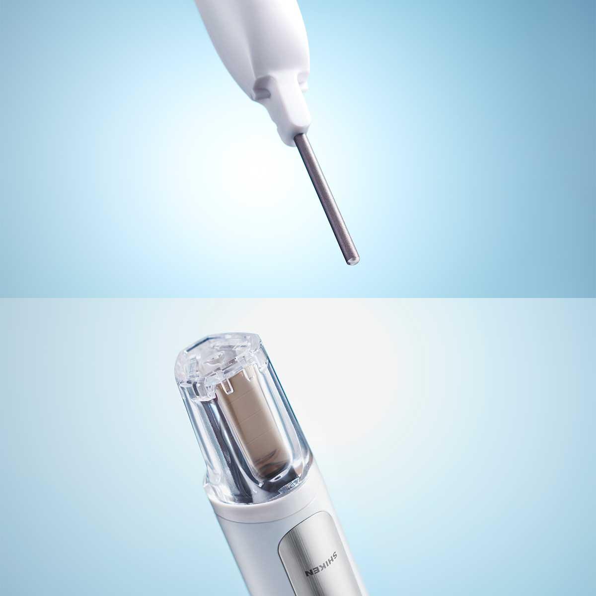 半導体(酸化チタン)とソーラーパネルを内蔵した、めずらしい歯ブラシ。光触媒の効果で、歯磨き粉なしでも歯垢がとれる「電動歯ブラシ」|SOLADEY