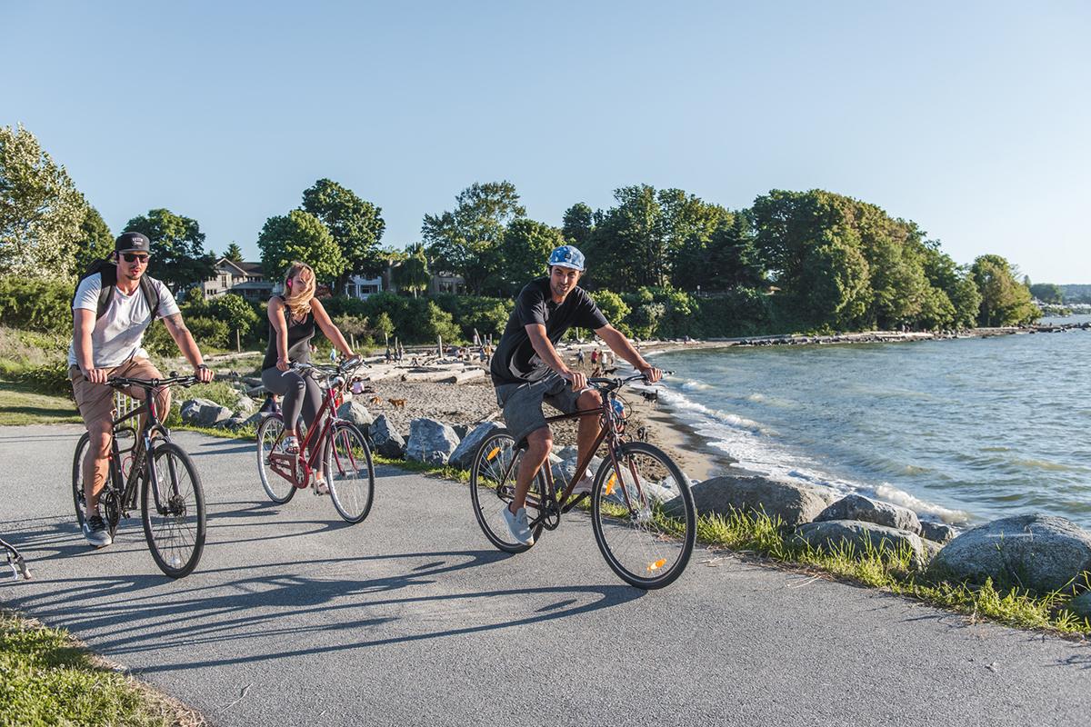 サイクリングしながら仲間とコミュニケーション