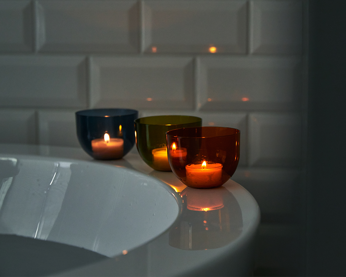 キャンドルと一緒に、心地いい温冷交代浴を。頭と体のリセット時間に、浮かべて眺める「癒しの香りつきバスキャンドル」|kameyama(カメヤマ)