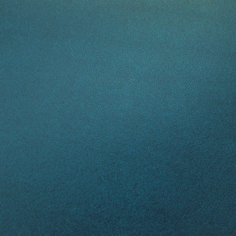 深みのある色が魅力のオイルレザーの「鍵をなくさないキーホルダー」の素材