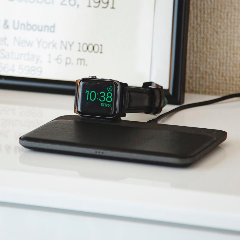 iPhone、Apple Watch、AirPodsを3台まとめて、飾るように充電できる「ワイヤレス充電ベース」Base Station(Apple Watch Edition)| NOMAD