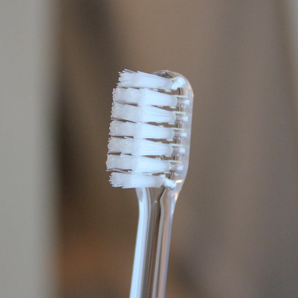 歯肉に優しい、歯科医が設計した、おしゃれな歯ブラシ|MOYÖ