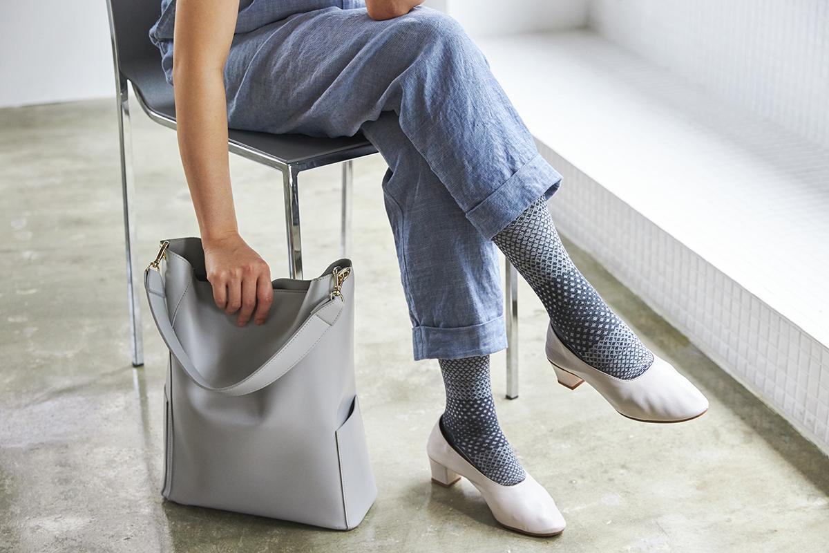 足裏のクッション入りとクッション無しが選べる。夏は涼しく冬は暖かいメリノウールを使用した、血液やリンパの流れをサポートする着圧ソックス(健康ソックス・靴下)|Sockwell(ソックウェル)