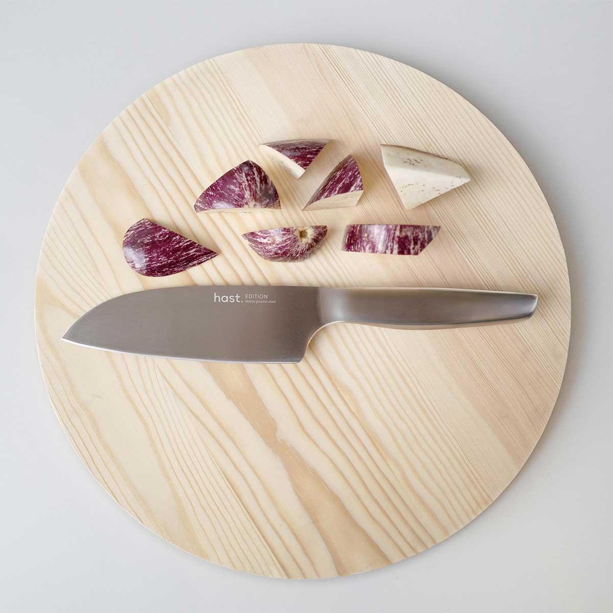 刃とハンドルの境目がないから清潔でメンテナンスもしやすい。極薄刃でストレスフリーな切れ味、野菜・肉・魚に幅広く使える「包丁・ナイフ」 hast(ハスト)