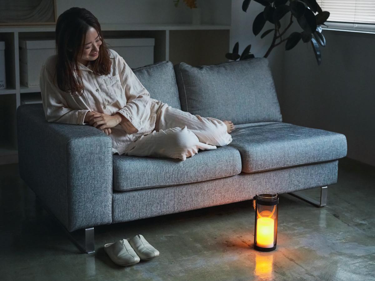 オレンジ色の揺らめきを、ぼんやり見つめているうちに、体も心もゆったり|暗くなったら自動で点灯、ソーラー充電式の「LEDガラスランタン」|Notte(ノッテ)