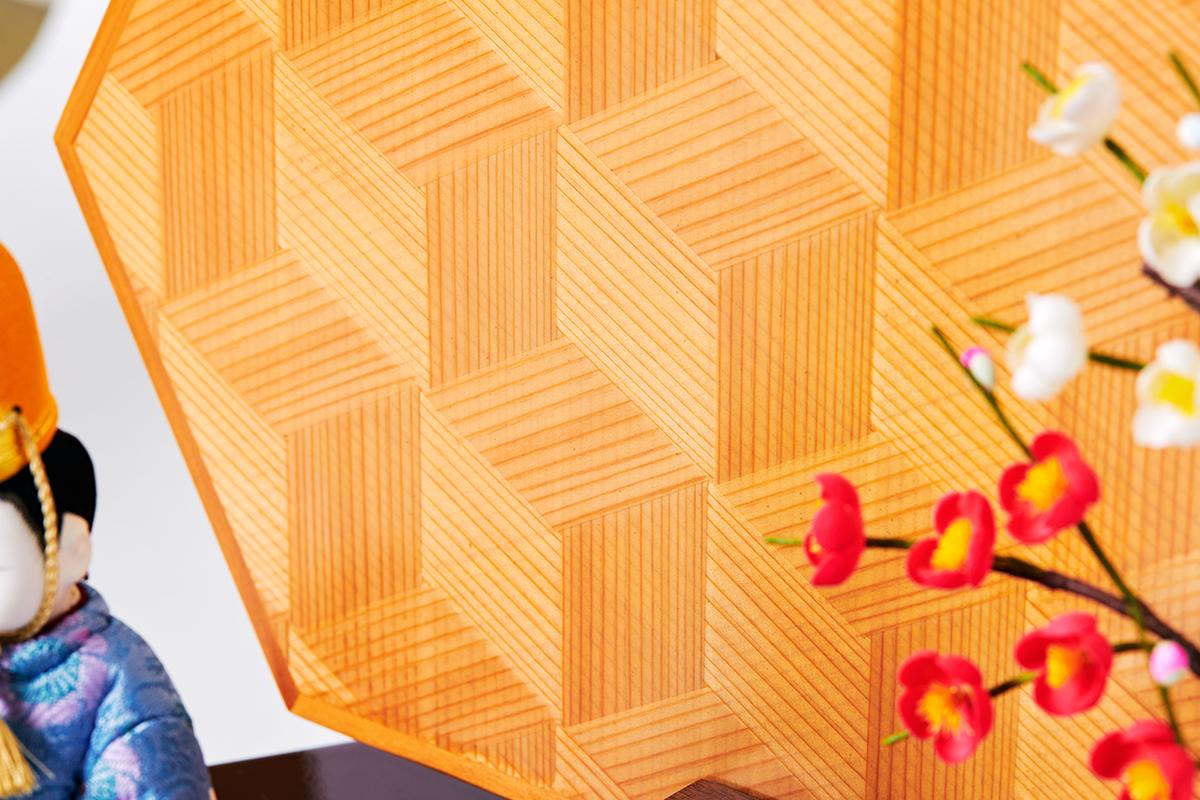 4. 衝立:網代編み(秋田杉)|次世代に伝えていきたい最高峰の7つの日本伝統技術が結集|柿沼東光(経済産業大臣認定伝統工芸士)× 大沼 敦(工業デザイナー)によるモダンな雛人形