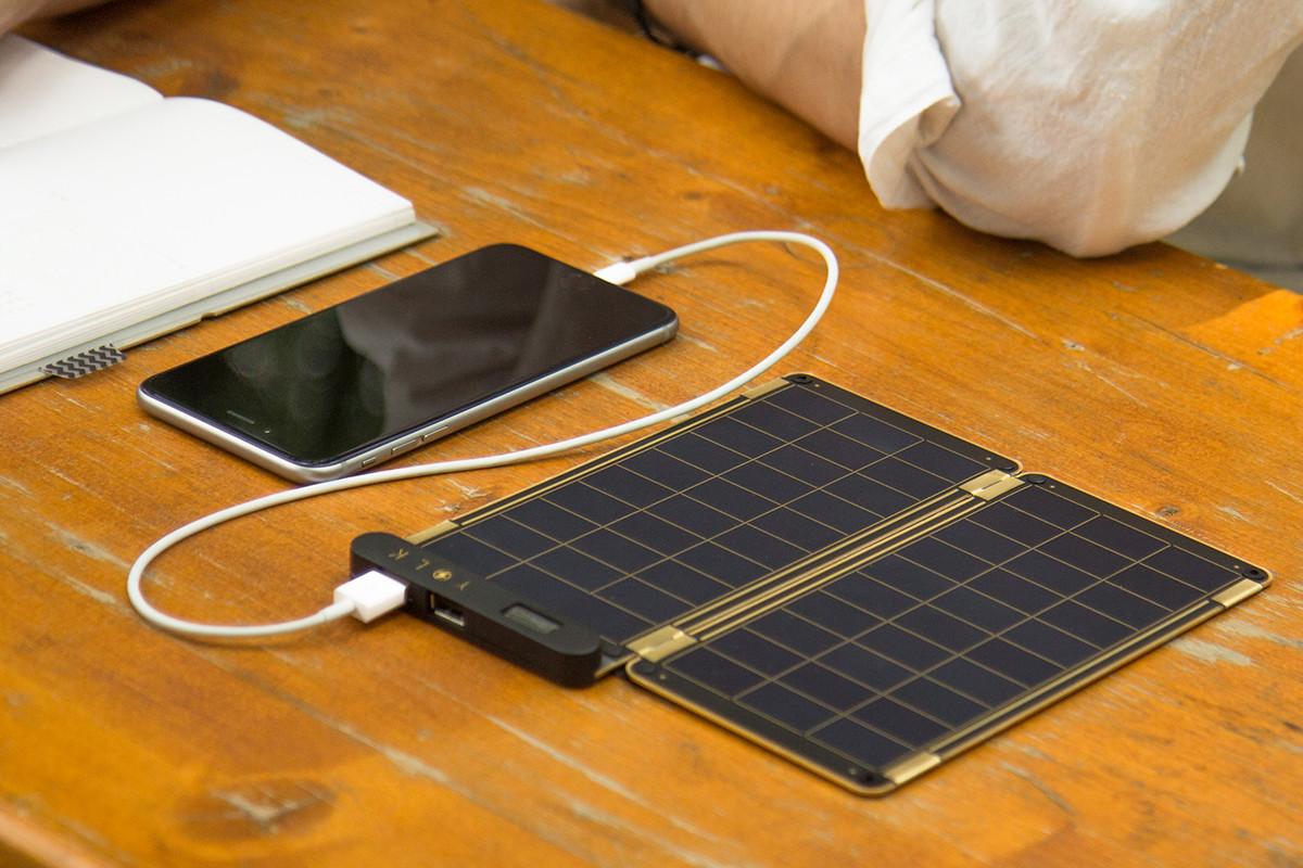 スマホが充電できるソーラー充電器