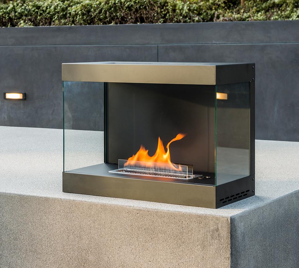 設置するだけでヒュッゲ(hygge)を生み出してくれるスグレモノ。安全な専用燃料で片づけいらず、ニオイも煙も出ないから、家のどこにでも置けるバイオエタノール燃料を使った「暖炉」|LOVINFLAME VENTFREE