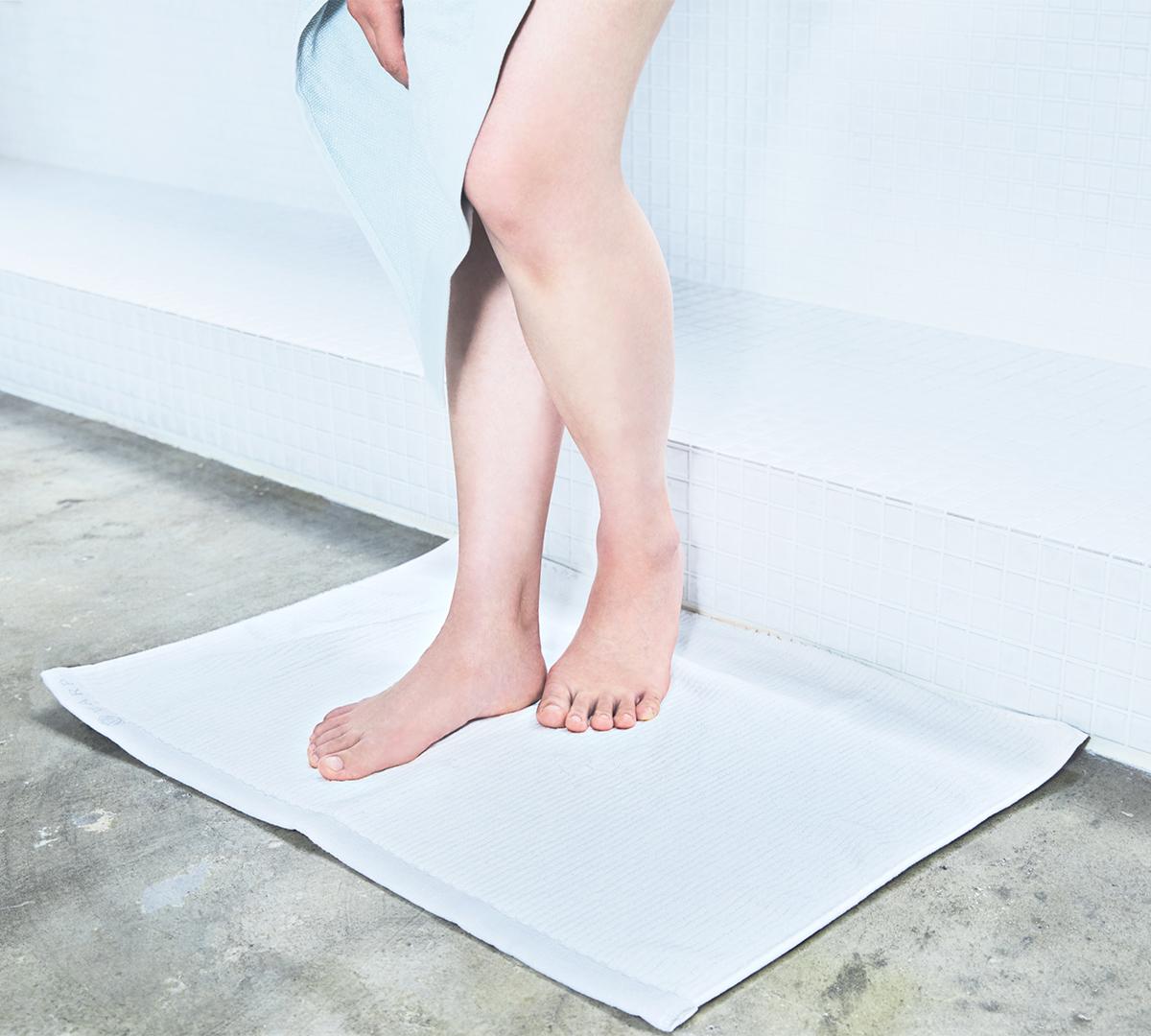 タオルの老舗の技でふんわり柔らかい肌触り。酸化チタンと銀の作用で、生乾き臭・汗臭の菌を分解する「タオル」|WARP