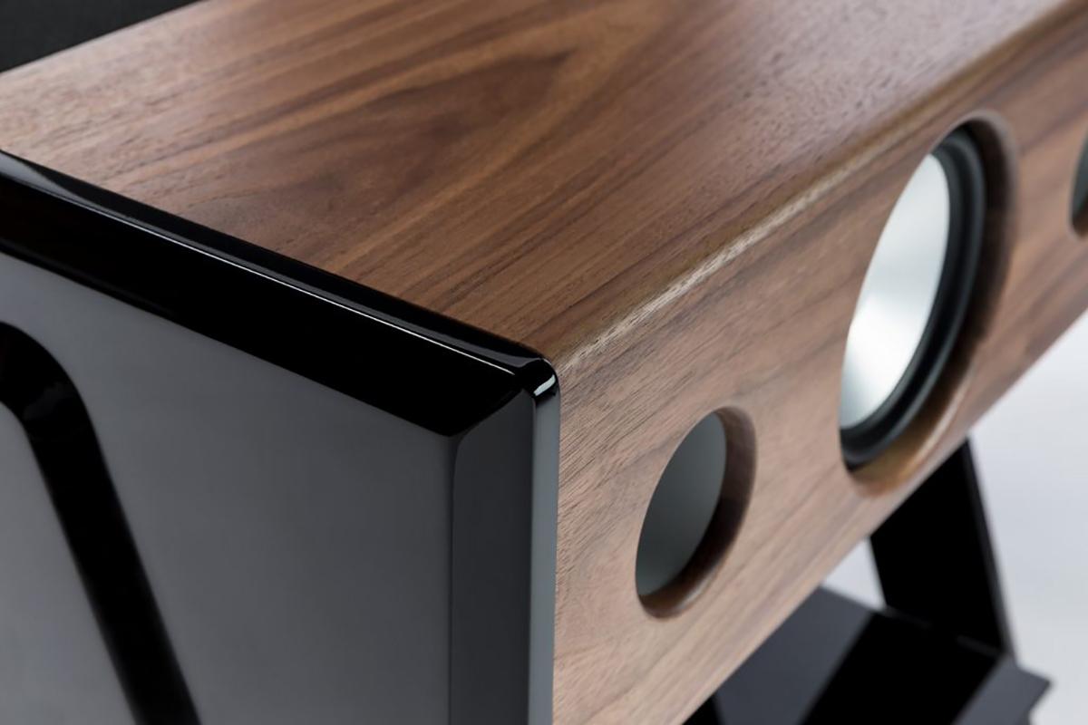 木目が美しいスピーカーは、家のソファやベッドの隣になじむヴィンテージ感漂うデザイン。美しい家具のような高級スピーカー・オーディオ家具|La Boite Concept CUBE(ラ ボアット コンセプト キューブ)