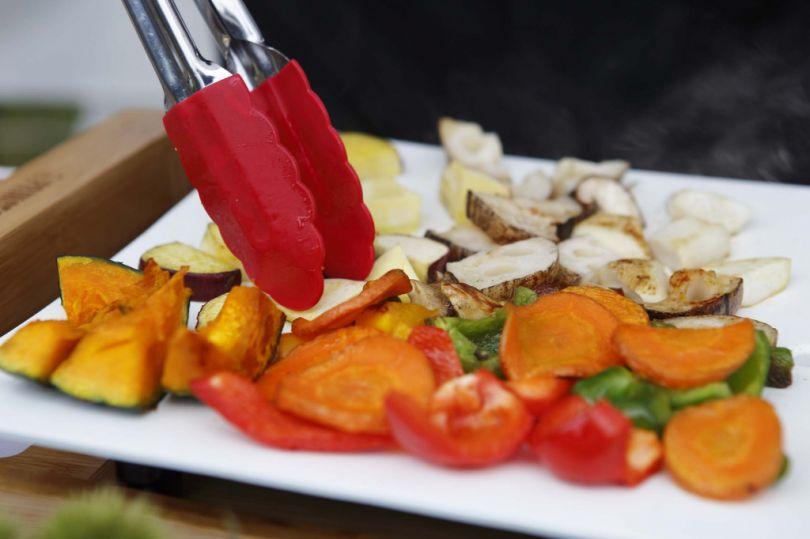 季節の旬なお野菜や魚、お肉など、好きな食材を切って、プレートに乗せるだけでご馳走になるホットプレート|PRINCESS社 Table Grill Mini