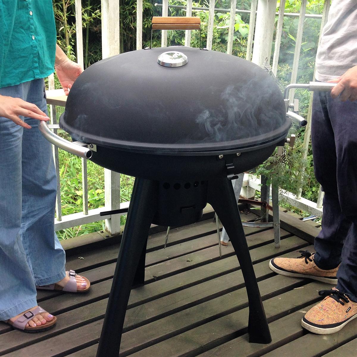 焼きながら、焼きながら炭をラクに扱える、高さも調節可能な「BBQグリル」|SWINGGRILL