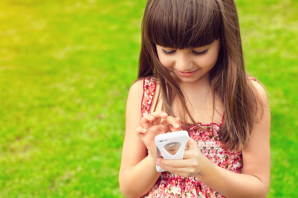 手の小さい女性や子供でも落下しないiPhoneケース