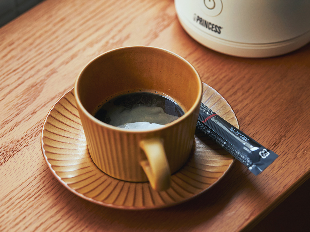 濃いめに溶いたインスタントコーヒーでも十分においしい、カフェ並みのカプチーノができる。思わず唸るほど、キメ細やかでクリーミーなふわふわミルクが簡単に作れる「全自動ミルクフォーマー」|PRINCESS Milk Frother Pro