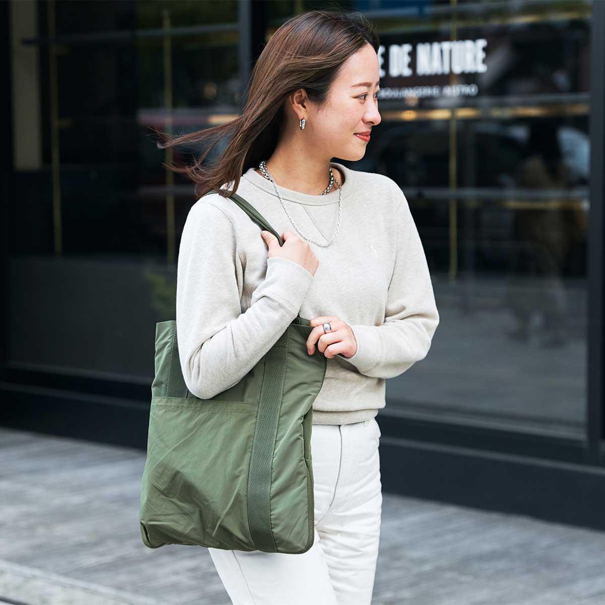 一見、薄さ1.5cmのぺたんこトート。薄型トートバッグが大容量バッグに変身するバッグ|WARPトランスフォームジッパーバッグ