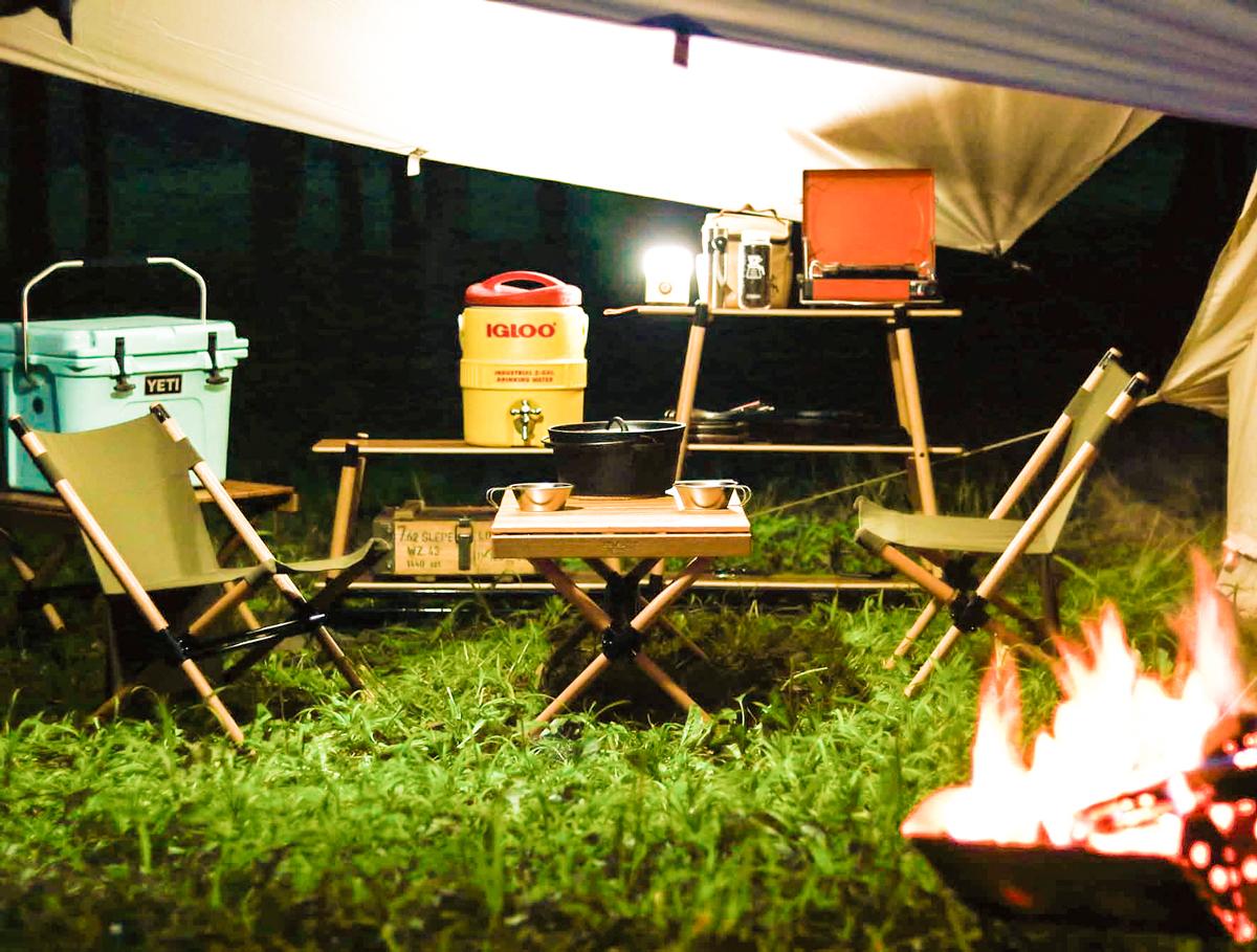 家具メーカーが本気でキャンプ用品を考えたアウトドアグッズ(ローチェア・テーブル・ラック)
