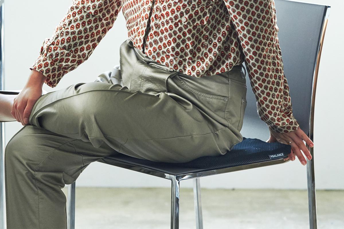 一日中、座りっぱなしのまま、体の重みでつぶされているお尻は、かなりお疲れ。長時間のデスクワークも気持ちいい!ポリエチレン樹脂を編んだ「弾力凹凸マット」|リカバリーマット